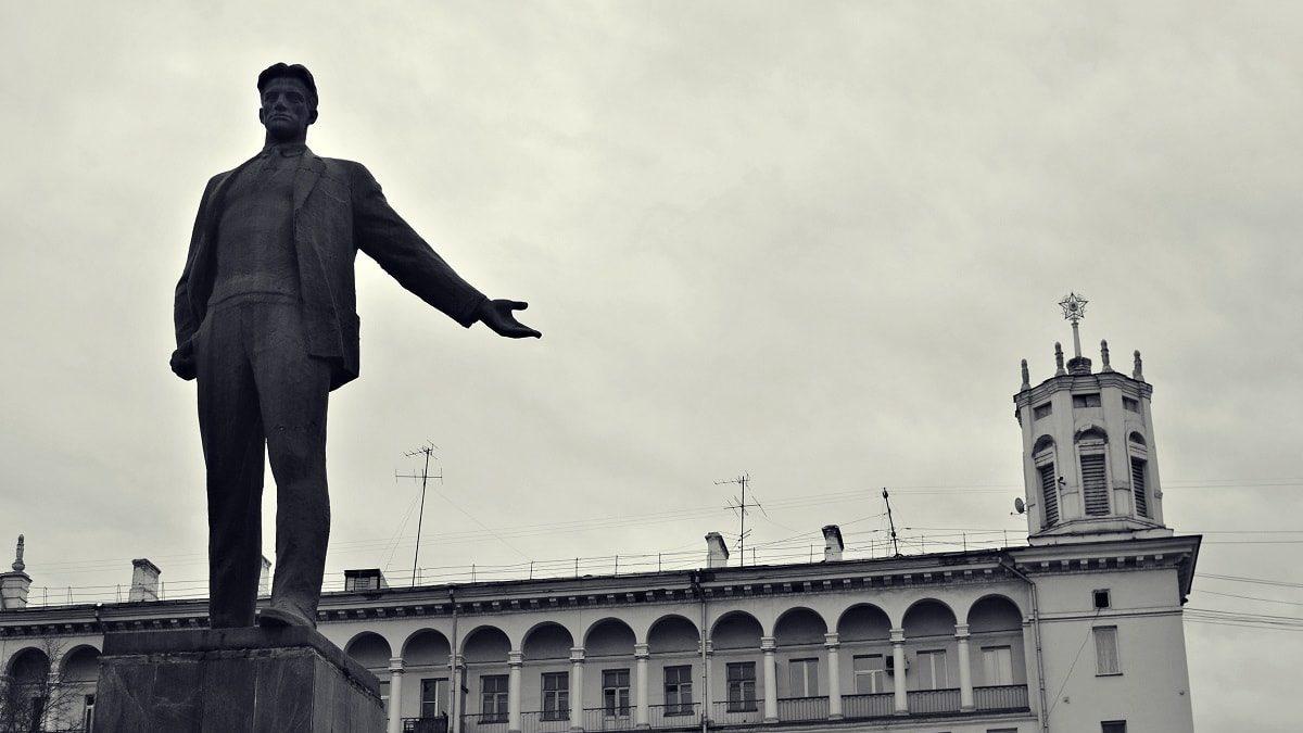 Площадь Маяковского: ода — городу, памятник — поэту