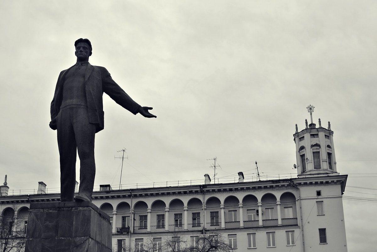 Площадь Маяковского и памятник Маяковскому
